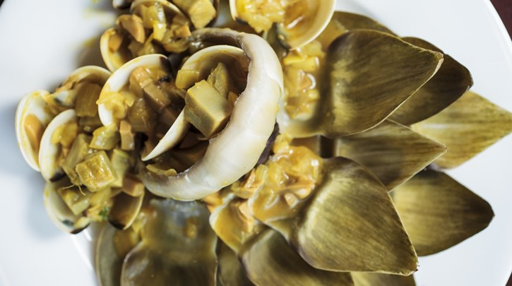 Stewed Artichoke with clam and curry sauce